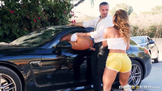 Сидит секс в троем возле машины в поле уговорить жену